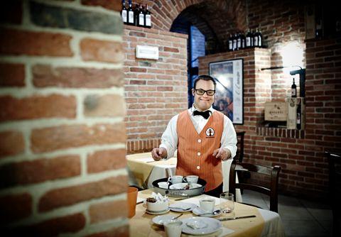 Jobben på hotellet har gitt Mirko Piras tilgang på et vanlig liv, og ikke minst ny selvtillit.
