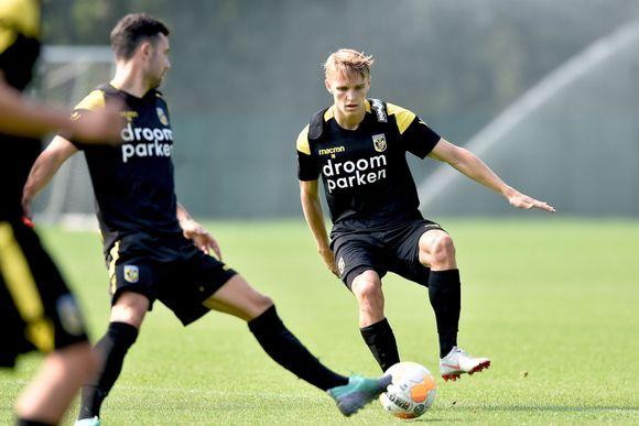 7d72148c Martin ødegaard i aksjon på Vitesses treningsanlegg for første gang.