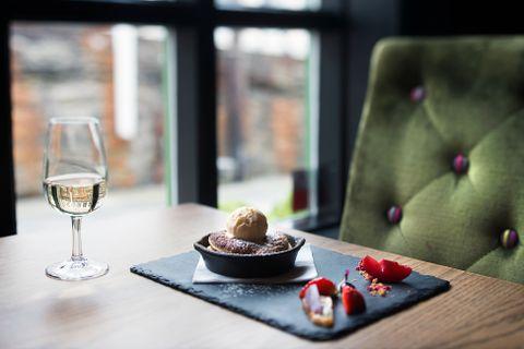 HØYDEPUNKT: Epleterten er noe av det beste ved FG restaurant på Bryggen.