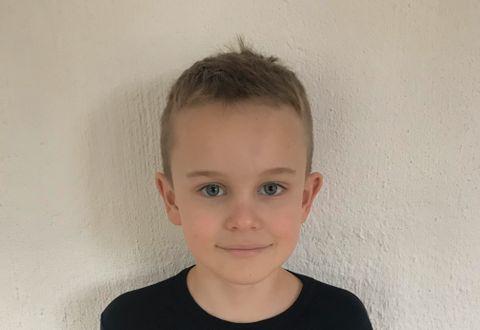 FRÅ RADØY: Sebastian er åtte år, og kjem frå Manger som ligg i Radøy Kommune, om lag ein time frå Bergen sentrum.
