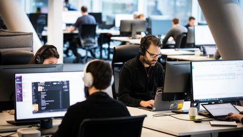 ØRETELEFONLANDSKAP: Folk trenger ro for å få konsentrert seg om jobben sin, skriver Lasse Lambrechts.