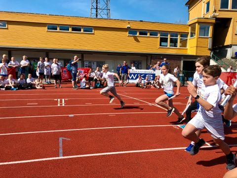 TØFF START: I ett av løpene var det en liten kollisjon.