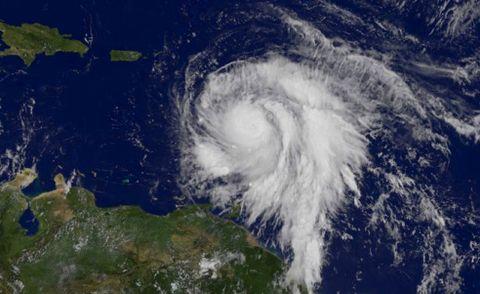 ORKAN: Slik ser en orkan ut sett fra verdensrommet. «Orkanens øye» er midt i den hvite skyen, altså orkanen.