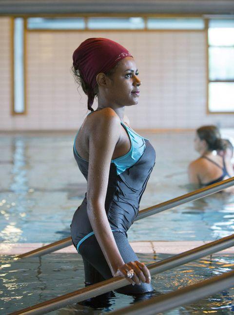 RAK: Etter måneder i strekk og tre omfattende operasjoner, er Zahra blitt rettere i ryggen enn hun hadde våget å håpe på. 17 år gammel klarte hun å løpe for første gang.
