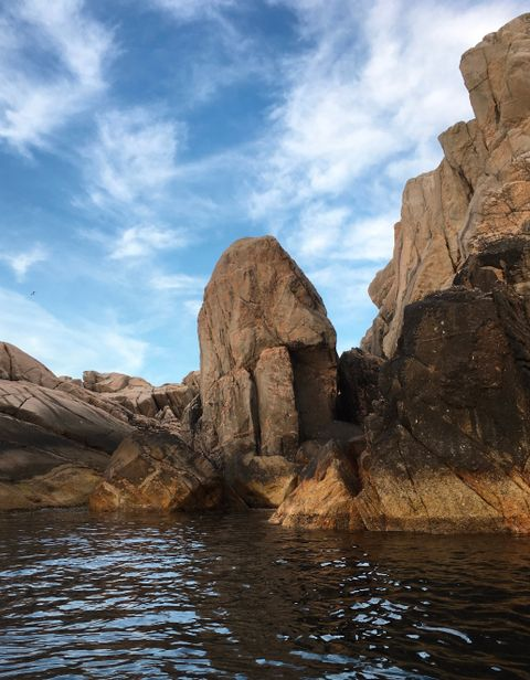 UTSLÅTTØY: Penisformede steiner rundt om i landet er populære turistattraksjoner, som denne på Utslåttøy.