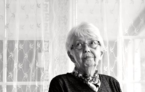 OVERLEVDE EKSPLOSJONEN I VÅGEN: Då Eli Karin Eustice var fire år tok eksplosjonen i Vågen heimen hennar og alt familien eigde. Ein familie i Førde vart redninga.