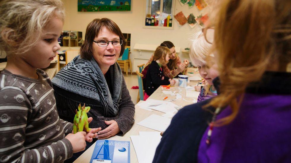 20fbac2f VIL DROPPE KARNEVAL: Enhetsleder Renate Kvivesen ved Presthus gård og  Vikåsen barnehage ønsker ikke forsterke kjønnsstereotypene i barnehagen.