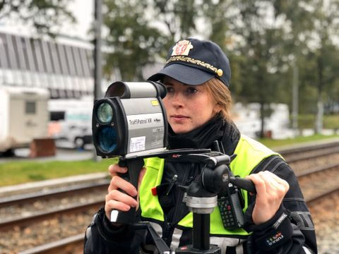 FARTSKONTROLL: Politikvinne Lovise var sjef for fartskontrollen.