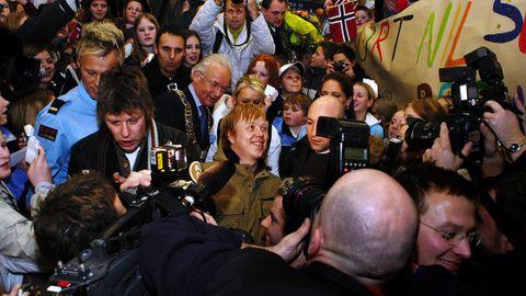 VERDENSIDOLET: Den bergenske heltedyrkingen nådde et klimaks 2. januar 2004, da Kurt Nilsen ble mottatt av ordfører Herman Friele og halve byen på Flesland, etter å ha vunnet World Idol.