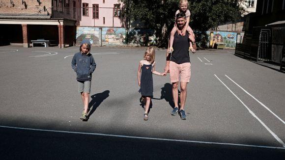 68907d10e Den ene familien har gratis Aks i dag, den andre har det ikke ...