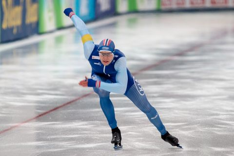 PÅ SKØYTER: Håvard Holmefjord Lorentzen står på skøyter. Dette bildet er fra en konkurranse i Stavanger i november.