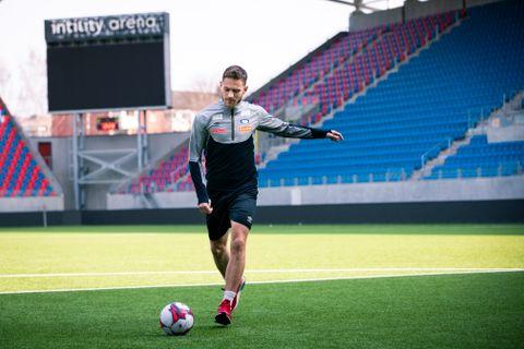 Vålerenga-spiss Matthías Vilhjálmsson trener mye på egen hånd.