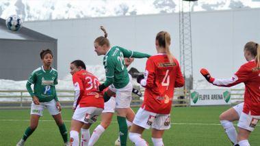0322d6e0 Emily med hat trick da Fløya 2 inntok tabelltoppen