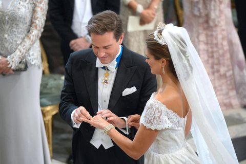 86a93cc8 Prinsesse Madeleine og Chris O'Neill møtte folket med et kyss ...