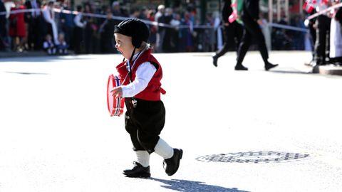 TROMMEGUTTEN: - Leo på 14 måneder er skikkelig giret på å gå i tog for første gang! Han elsker å lage lyd og danse, så denne dagen blir helt perfekt for ham, sier mamma Kine Charlotte Solend.