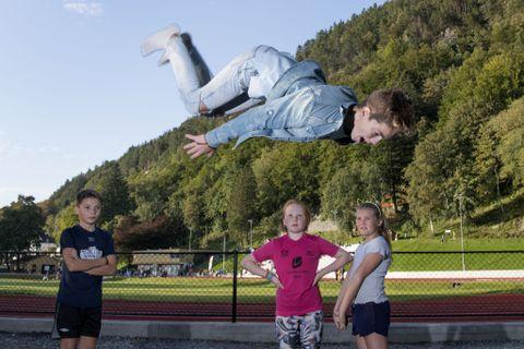 TRAMPOLINE: Nikolai Løkvik (11) viste kunster på trampoline.