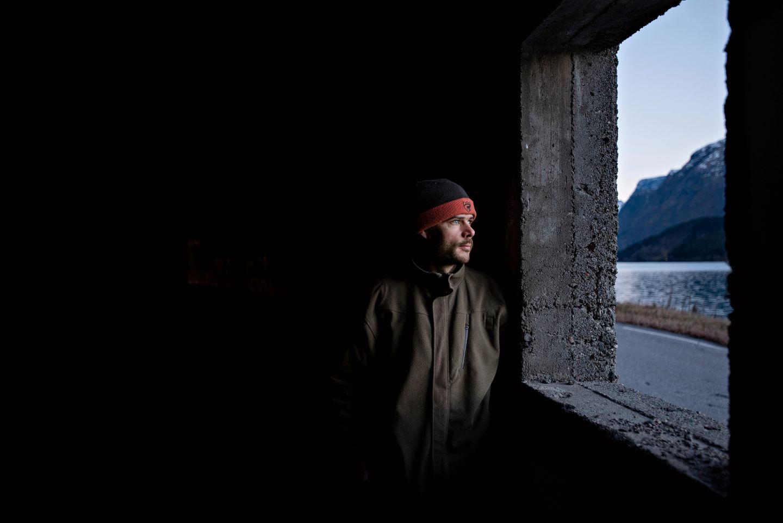 Her gøymde Jan Erik seg då han høyrde brølet frå fjellet