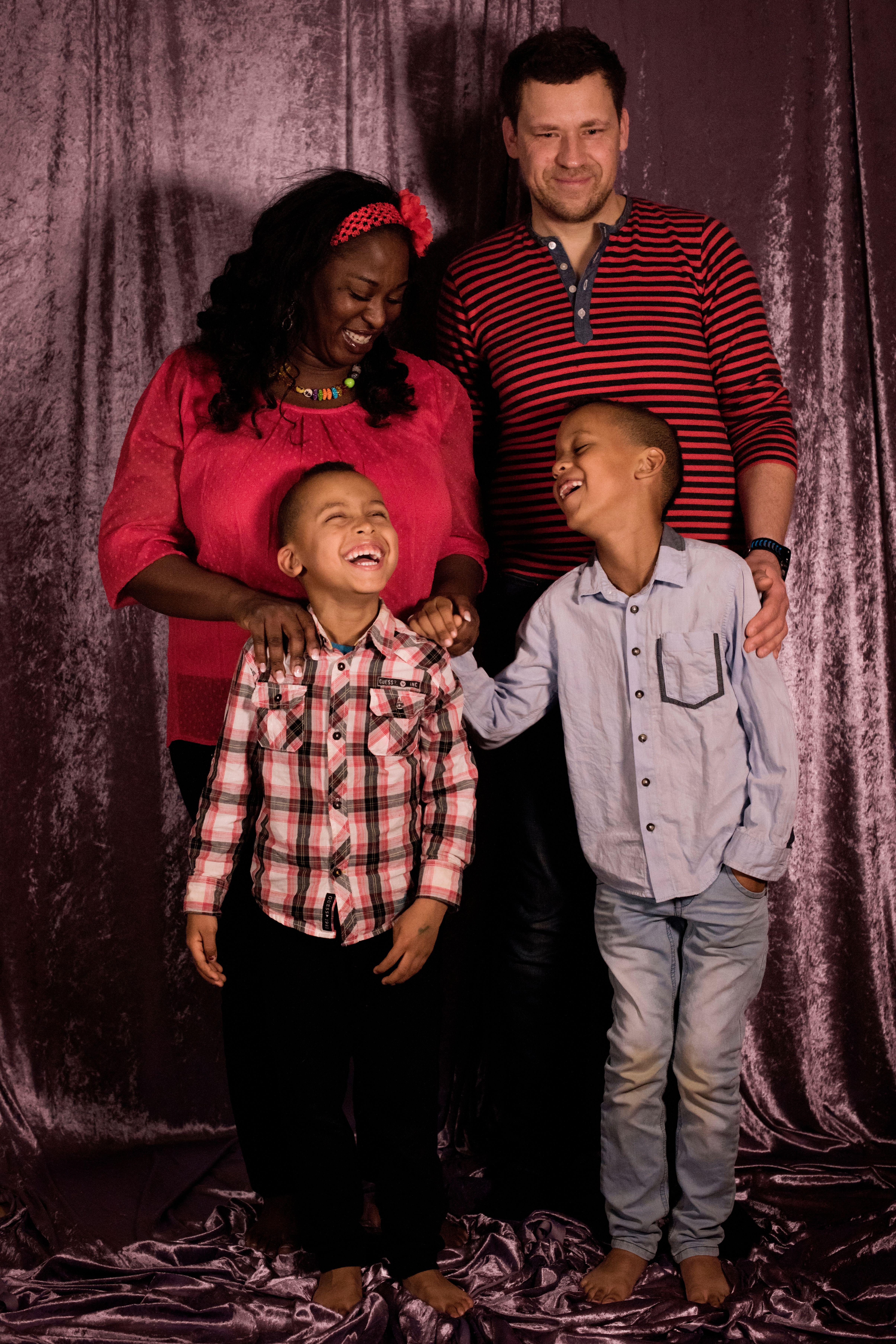 Lesbisk svart barnevakt