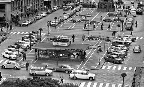 TORGALLMENNINGEN FØR: Slik så det ut i september 1973, før den ble bilfri.