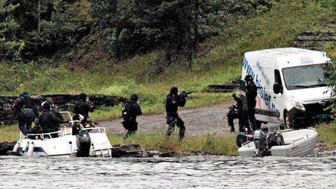 Én time og 10 minutter etter at Anders Behring Breivik gikk i land på Utøya fredag 22. juli 2011, kommer politiet her til øya. Syv minutter senere blir han pågrepet. Da hadde han drept 69 personer.