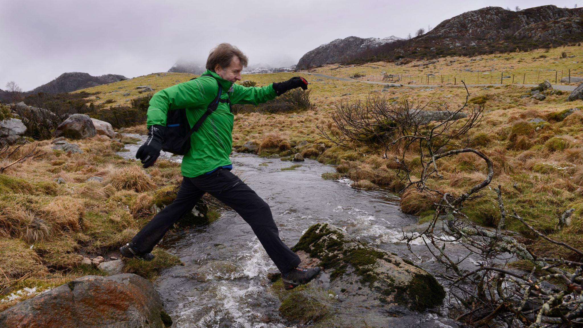 ac13a740 Per (66) skal løpe ultraløpet Lysefjorden Inn: - Mytegreie at vi ...