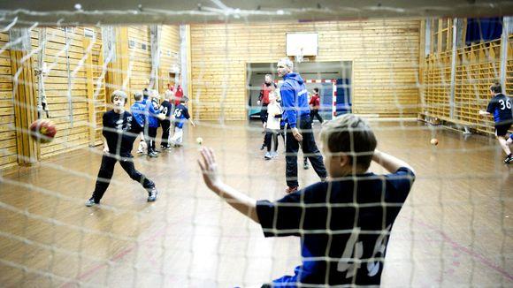 bbc4342b SKAPER DEBATT: Spilletid og nivåforskjell i barnehåndballen skaper debatt  på Facebook. Dette bildet ble tatt på Arna-Bjørnar-trening i 2012 da det  ble laget ...
