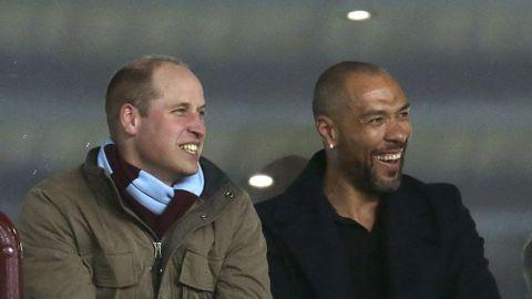 Prins William og John Carew var tirsdag kveld til stede på Villa Park for å overvære Aston Villas kamp mot Cardiff.