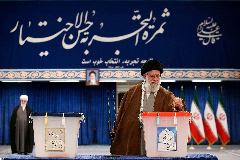 Iranerne går til valgurnene