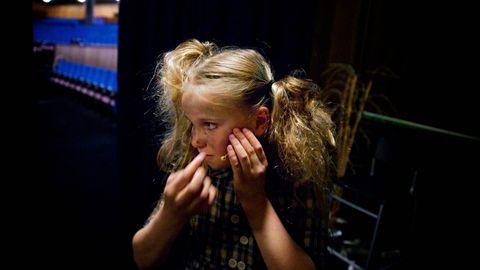 FULLSATT: Det er 20 minutter til Synne skal spille «Molly» i «Annie» for en fullsatt sal i Forum kino. Musikal er Synnes favorittjobber. Hun kan ikke glede seg nok til å gå på scenen for å synge og danse.