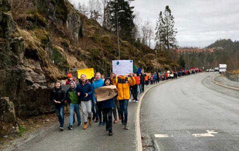 DEMONSTRASJON: Hele Sædalen skole demonstrerte for klimaet fredag 22. mars.
