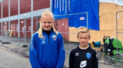 SLIK SER DET UT: Her står Emma Nicholine og broren Tobias Leander (8) foran Framohallen. Tobias Leander spiller håndball for Fyllingen Gutter 8.
