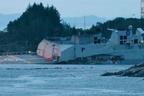 UNDER VANN: Det ble gjort desperate forsøk på å redde båten, som er verdt nesten fire milliarder kroner.