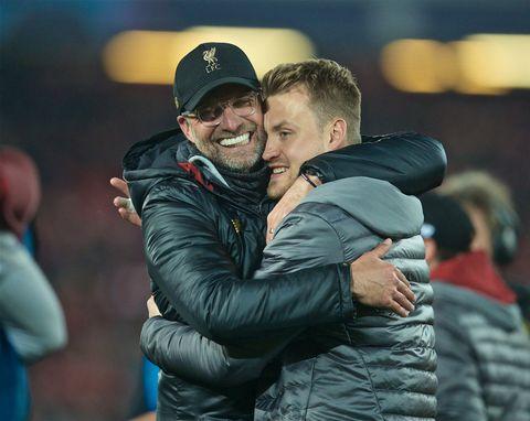 Liverpool-manager Jürgen Klopp ga reservekeeper Simon Mignolet en ekstra god klem etter at mirakelkampen mot Barcelona var over.