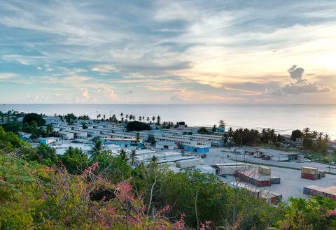 CONTAINERLIV: Leirene på Nauru består av boligcontainere. De siste månedene har flyktningene blitt flyttet ut og bosatt blant lokalbefolkningen, ifølge australske myndigheter.