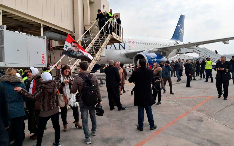Regimet viser frem gjenåpnet flyplass. Noen mil unna dør barn i kulden og tusenvis kjemper for livet.
