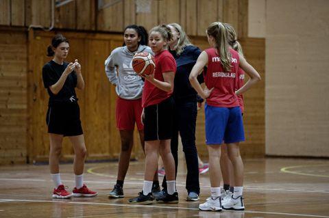 LYDIGE: Ulriken-jentene roses for å være svært konsentrerte og ordentlige på trening. Ønsket om å bli best mulig er felles for dem alle.