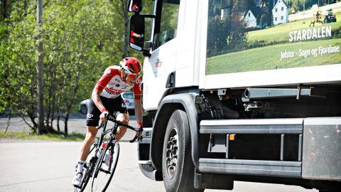 Full fart opp mot Grefsenkollen i sitt femte av seks intervalldrag denne formiddagen i mai. Lachmanns vei til Grefsenkollen er et kjent Strava-segment og det er Carl Fredrik Hagen som har rekorden.