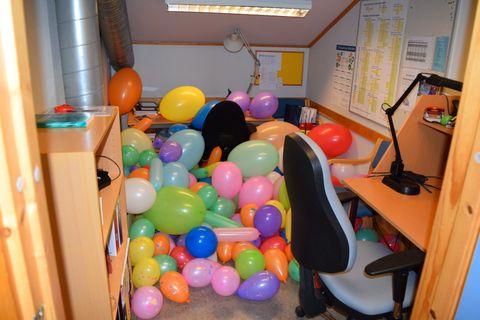 Én kollega ved Ryenberget skole fikk kontoret fyllt opp med ballonger av sin hemmelige venn.