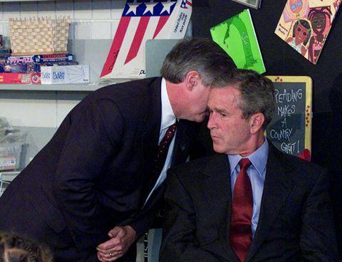 FIKK BESKJEDEN: Daværende president George W. Bush fikk beskjeden mens han besøkte en barneskole.