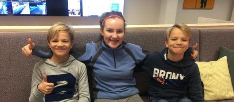 PÅ BESØK I MEDIEBYEN: Håvard (11), Elida (15) og Vegard (11) var på besøk i Mediebyen. De er klare for Lysfesten på lørdag!