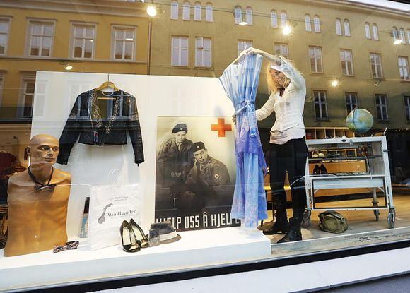 da110c89 Den nye Røde Kors-butikken åpner torsdag 12. november. Her kommer de til å selge  brukte klær og tilbehør. Overskuddet fra butikken går til Røde Kors' arbeid  ...