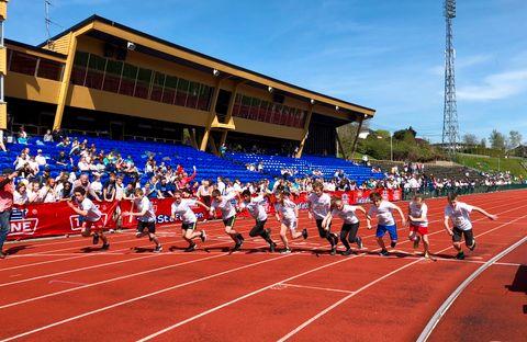 KLAR, FERDIG, LØP! Fra klokken halv ti til halv tre konkurrerte elever mot hverandre.