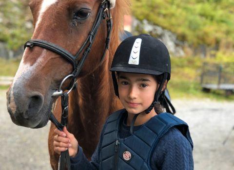 FIKK VELGE: Alle fikk lov til å velge hvilken hest de skulle ri.
