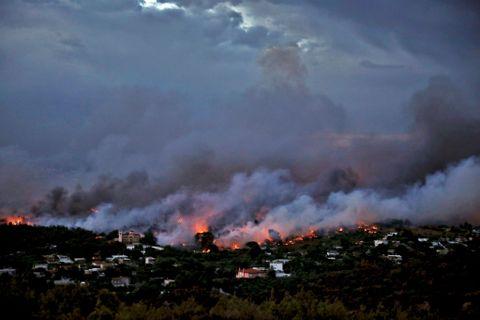 DOBBELBRANN: Det er to branner som har brutt ut i Hellas.