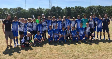 MALTA: Her er Pieta Hotspurs (blå) sammen med Nymark G13.