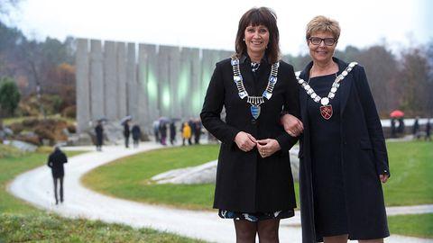 VANT FREM: Fylkesordførerne Jenny Følling (Sp) og Anne Gine Hestetun (Ap) fikk viljen sin til slutt.