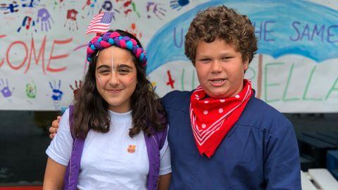 Thomas (11) og Aya Sophie (11) har blitt godt kjent under oppholdet på CISV-leiren.