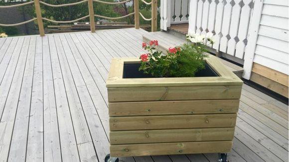 Fabelaktig Slik lager du blomsterkasse med hjul - Aftenposten UG-36