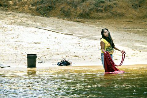 HVERDAGSGLIMT: Den 220 kilometer lange Potaro-elven som renner gjennom Chenapou brukes til det meste, også klesvask.