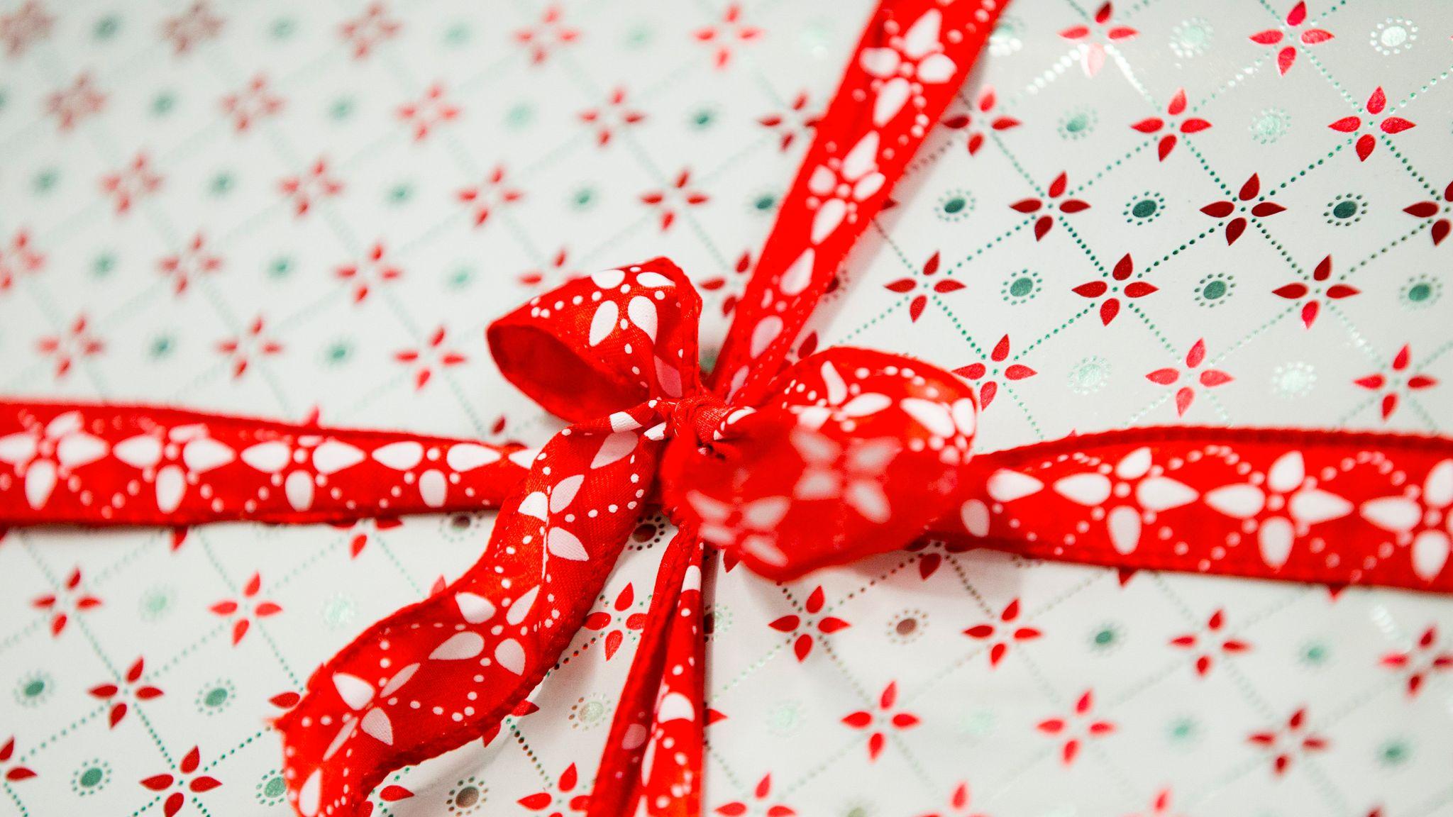 190d3e2d HUSK TOLLREGLENE: Gaver fra hele verden kan komme til å finnes under mange  familiers juletre i år. Men hvis du skal handle i utenlandske nettbutikker,  ...
